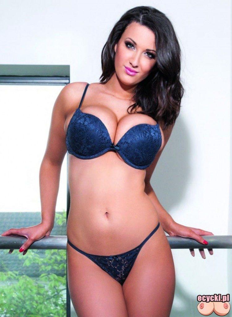 03. cycata modelka ladna zgrabna laska dziewczyna duze piersi w bieliznie w majtkach sexy girl lingerie big natural breast busty chicks 750x1024 - Joey Fisher - cycki tygodnia: