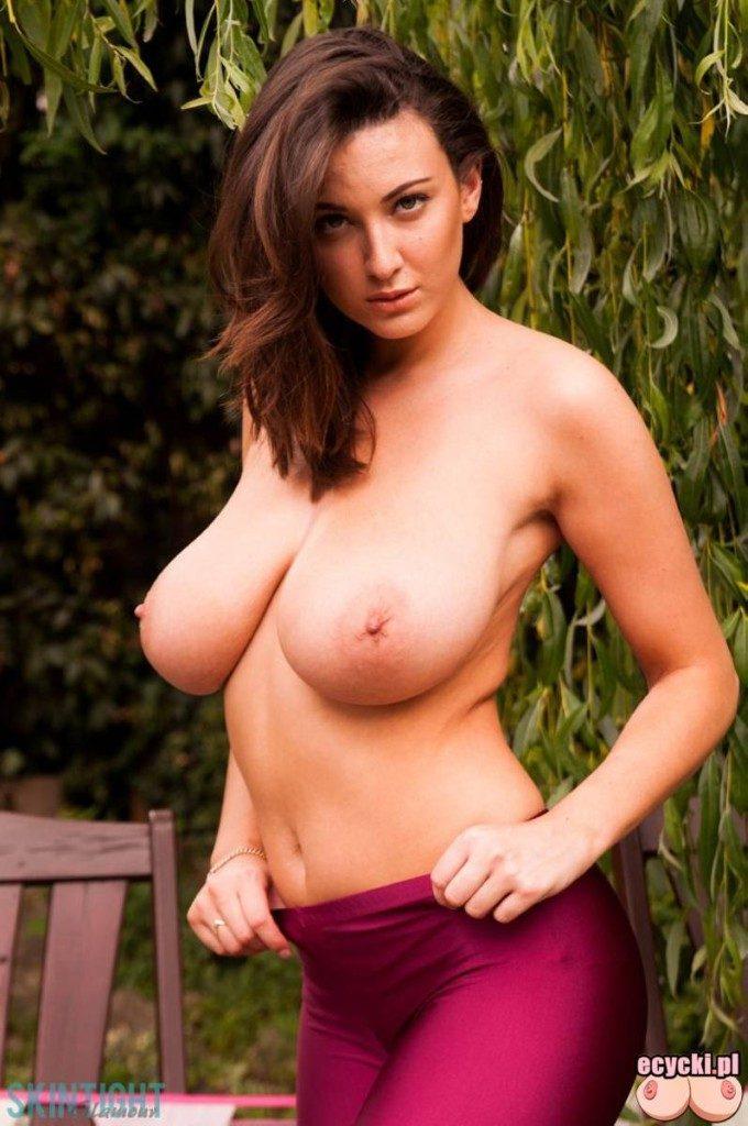 07. wielkie nagie naturalne cycki najwieksze naturalne piersi swiata boobs world 680x1024 - Joey Fisher - cycki tygodnia: