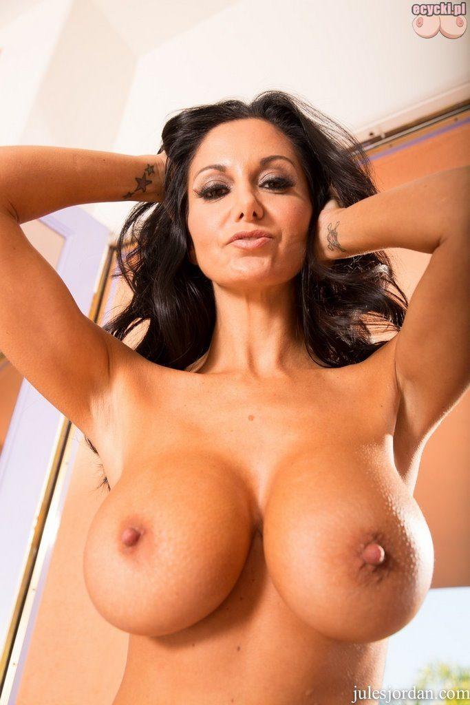 011. Ava Addams nago pokzuje cycki cycata brunetka duze duze ycki nagie w bieliznie hot busty sexy woman in lingerie stocking big tits nude boobs naked 683x1024 - Ava Addams cycki miesiąca - styczeń 2016: