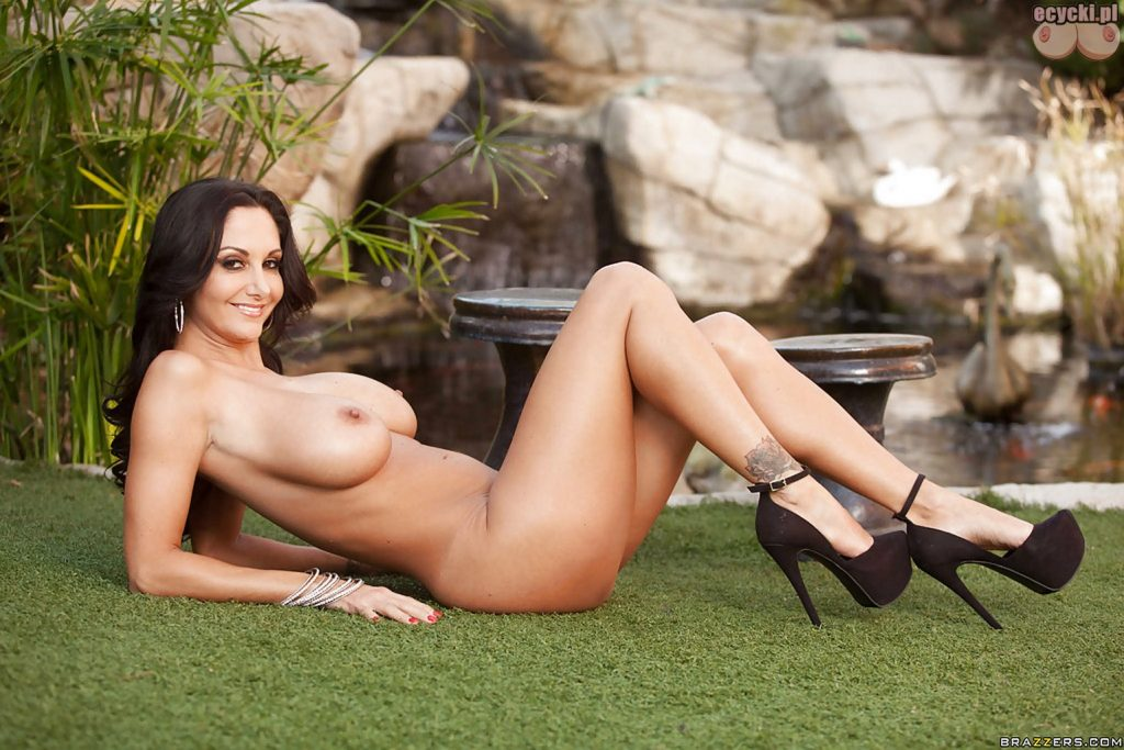 014. gwiazda porno cycata mamuska sexy kobieta nago seksowna cycata brunetka duze cycki nagie w bieliznie hot busty sexy woman in lingerie stocking big tits nude boobs naked porn star 1024x683 - Ava Addams cycki miesiąca - styczeń 2016: