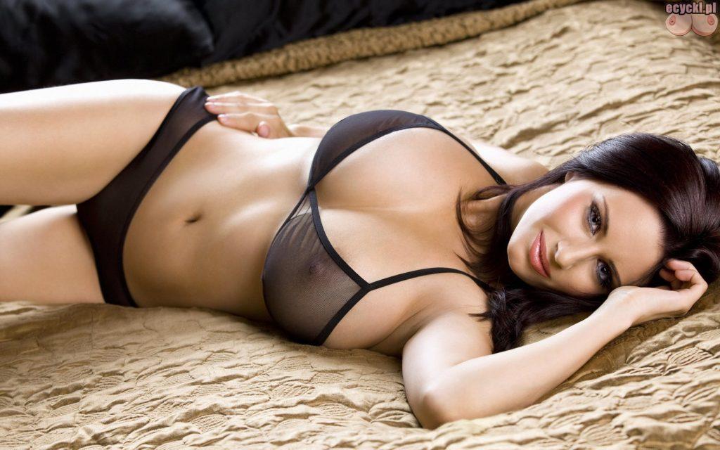 2. Sammy Braddy piekna zmyslowa seksowna brunetka laska dziewczyna czarna bielizna ponczochy duze piersi biust hot girl lingerie big breast bra 1024x640 - Sammy Braddy cycki miesiąca - luty 2016: