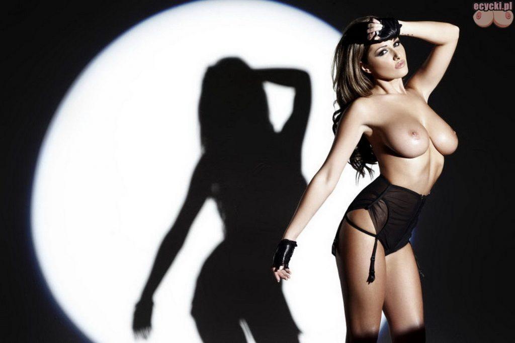 08. Lucy Pinder piekna cycata laska dziewczyna brunetka duzy biust piersi cycki sexy ponczochy hot busty brunette big tits boobs sexy stocking 1024x683 - Lucy Pinder najlepsze cycki tygodnia: