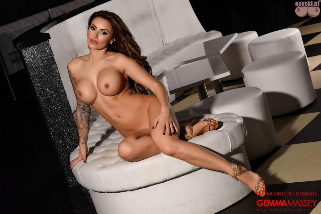 09. Gemma Massey wydziarana cycata sexy brunetka nago duze cycki tatuaze laska z tatuazami hot busty tatto girl lingerie big boobs tits nude 1024x683 - Gemma Massey najlepsze cycki tygodnia: