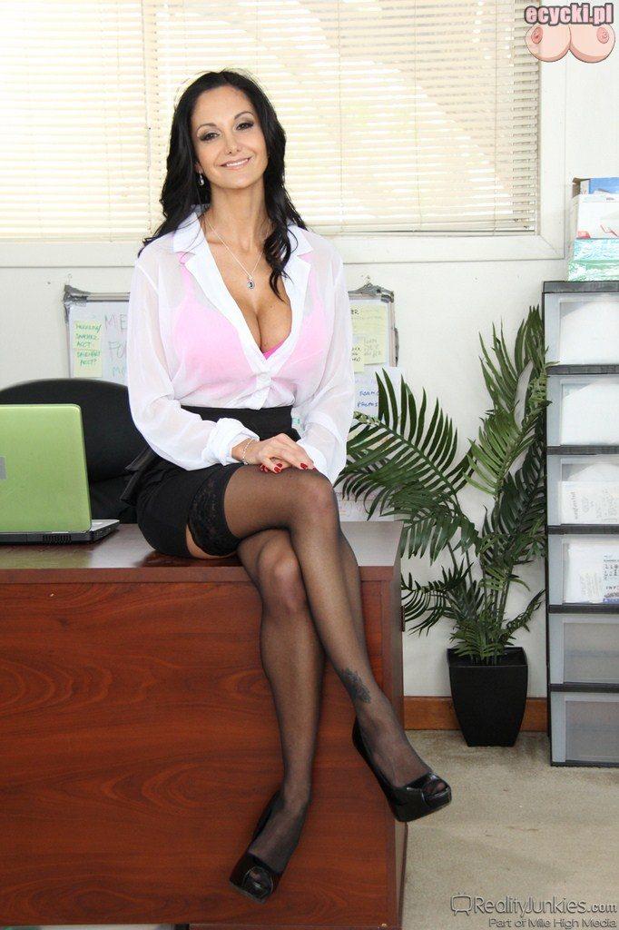 01. seksowna sekretarka - laski w pracy - fajne dojrzale kobiety w biurze - sexy ponczochy