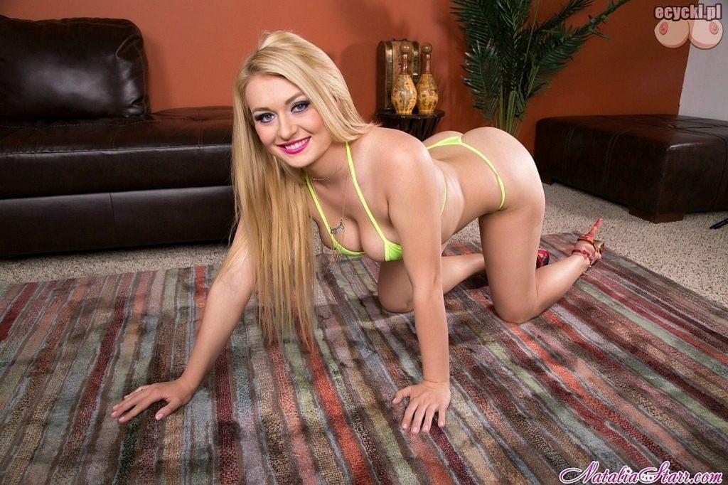 5. piekna blondi w sexy bikini - cycata laska w bikini - dupa dupeczka - wypiety tylek posladki - goraca suczka