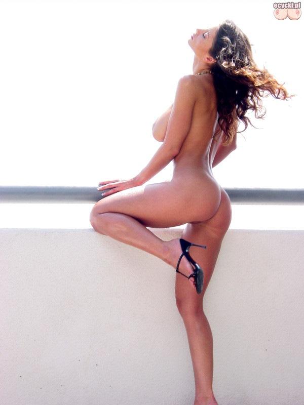 06. idealna naga dziewczyna piekna sliczna laska nago - dlugie zgrabne nogi - jedrne posladki - duze piersi o duzy biust - super dupcia