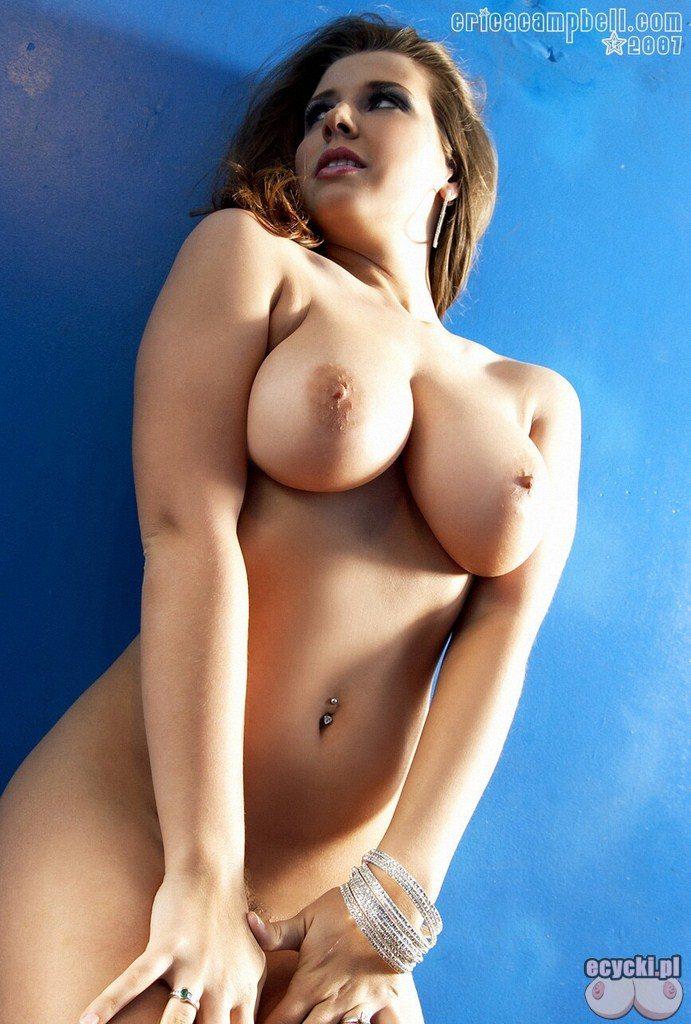 8. Erica Campbell duze nagie naturalne cycki zdjecia - sliczna mloda dziewczyna nago - cycata laseczka i jej duze nagie cycuszki - big boobs nude sweet girl