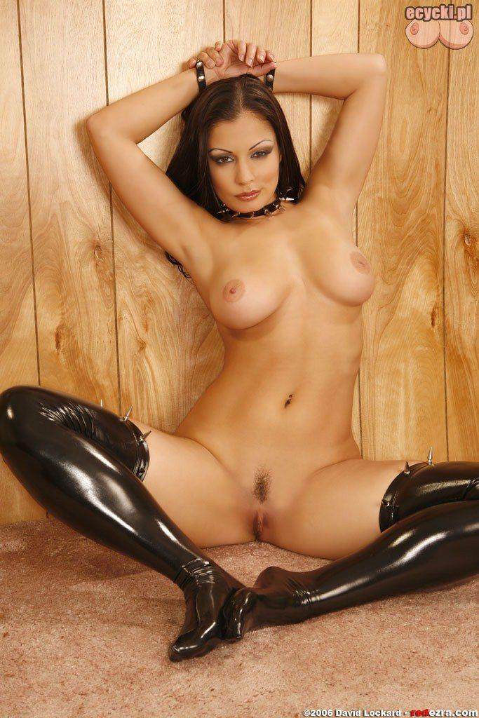 10. Aria Giovanni nagie zdjecia erotyczne - duze naturaln cycki i slodka cipeczka - erotyka - fotki nago