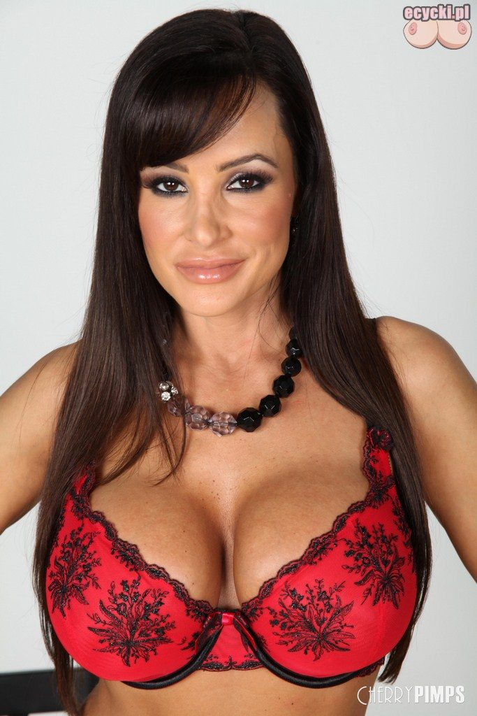 4. Lisa Ann aktorka - pikantne zdjecia gwiazdy - dojrzala kobieta w staniku - duze piersi duzy biust w seksi biustonoszu - znane sexy kobiety - ecycki