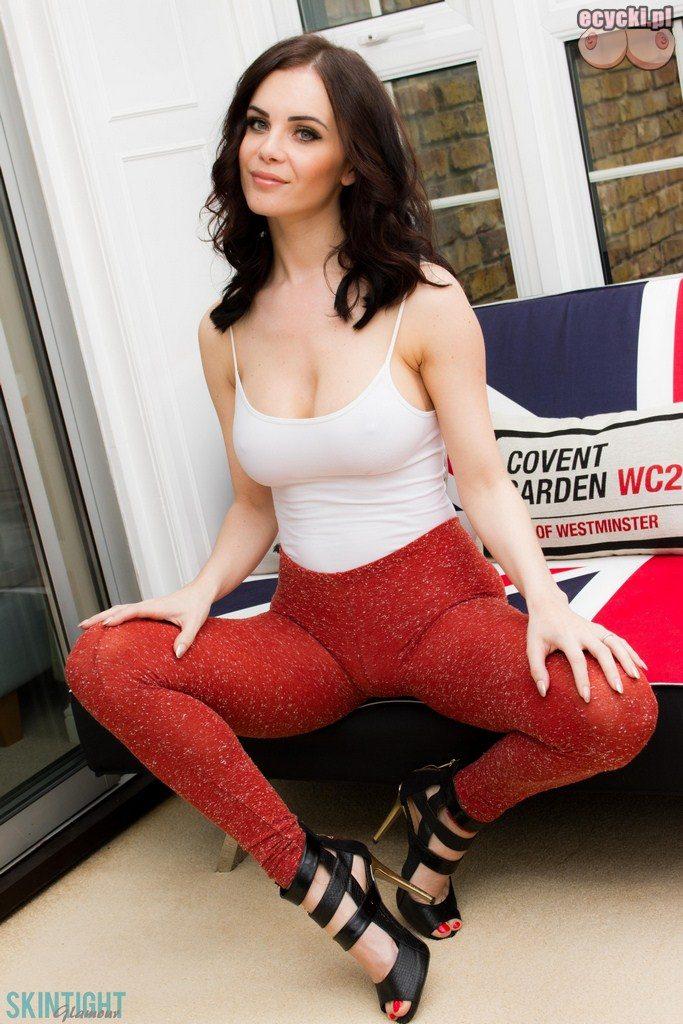 6. Emma Glover atrakcyjna ponetna dziewczyna - obcisle leginsy - obcisla bluzka - duze piersi duzy biust - seksi brunetka