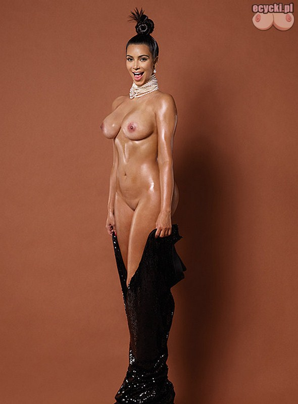 10. Kim Kardashian nago na eko akcji -paper magazine nude pics