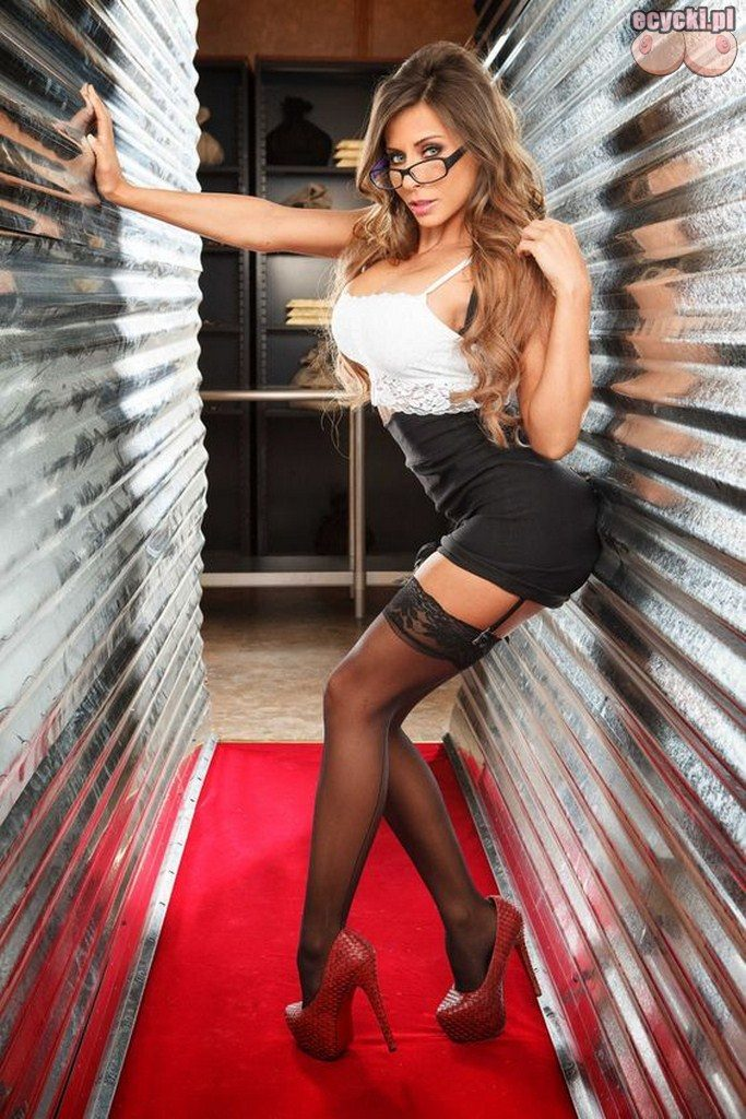 2. striptiz w pracy - seksowne nogi goracej sekretarki