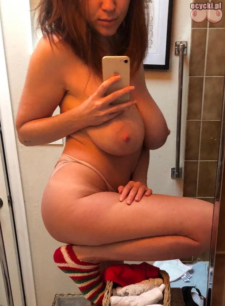 11. ruda cycata amatorka zdjecia w lazience w samych majtkach - sexy selfie - ruda dupeczka przed lustrem - ecycki blog
