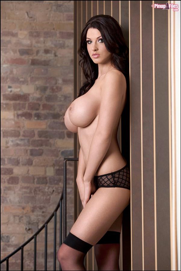 010. goraca super laska piekna cycata dziewczyna duze nagie cycki czarna bielizna zgrabna hot girl lingerie big boobs tits naked nice breast nude - Alice Goodwin znowu powiększyła cycki całość w sexy sesji:
