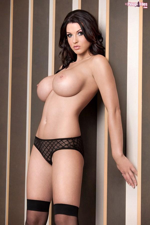 012. goraca super laska piekna cycata dziewczyna duze nagie cycki czarna bielizna zgrabna hot girl lingerie big boobs tits naked nice breast nude - Alice Goodwin znowu powiększyła cycki całość w sexy sesji: