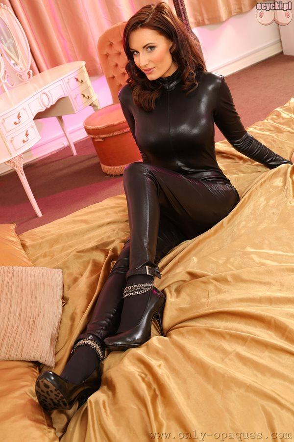 03. Sammy Braddy fajna dziewczyna laska w obcislym kostiumie skora latex seksowna zgrabna czarne szpilki dlugie nogi hot pretty girl - Sammy Braddy i jej wielkie naturalne cycki w sexy sesji:
