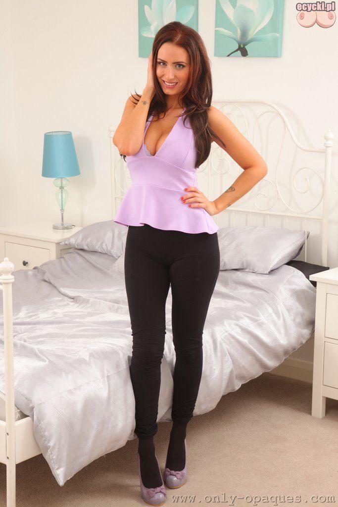 01. piekna laska w sypialni z duzymi piersiami ladna dziewczyna pokazuje duze cycki sexy galeria hot pretty girl 683x1024 - Sammy Braddy i jej duże cycki w sexy sesji: