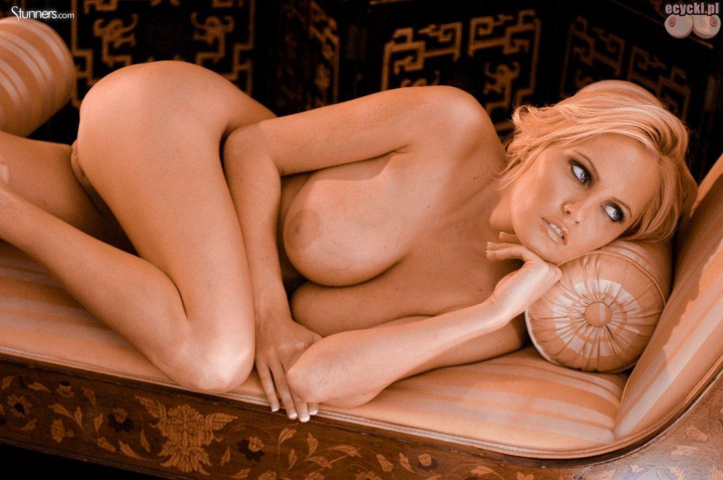 015. naga seksowna blodnynka laska cycata dziewczyna nago pokazuje nagie cycki piersi biust nago nice blondie big natural boobs nude tits naked 1024x681 - Hanna Hilton i jej duże naturalne cycki w gorącej sesji: