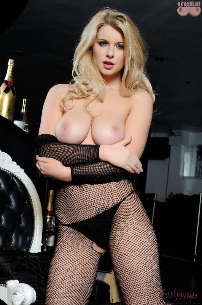 016. Jess Davies sexy bodystocking piekna mloda cycata laska dziewczyna dupa duze nagie cycki piersi erotyczna bielizna zdjecia hot young blondie girl big natural boobs tits nude 681x1024 - Jess Davies i jej duże naturalne cycki bodystocking: