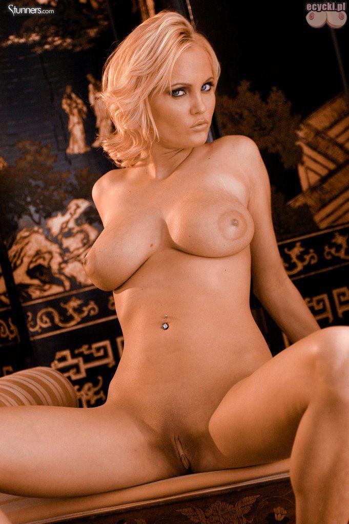 017. naga cipka seksowna blodnynka laska cycata dziewczyna nago pokazuje nagie cycki piersi biust nago nice blondie big natural boobs nude tits naked 681x1024 - Hanna Hilton i jej duże naturalne cycki w gorącej sesji: