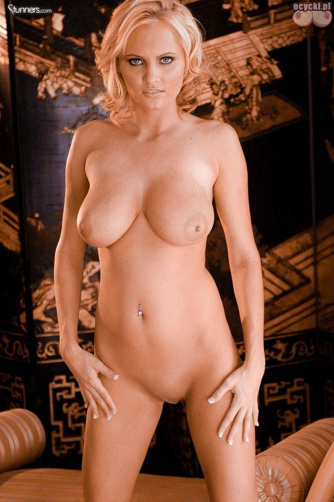 018. Hanna Hilton gwiazda porno nago seksowna blodnynka laska cycata dziewczyna pokazuje nagie cycki nice blondie big natural boobs nude tits naked porn star 681x1024 - Hanna Hilton i jej duże naturalne cycki w gorącej sesji: