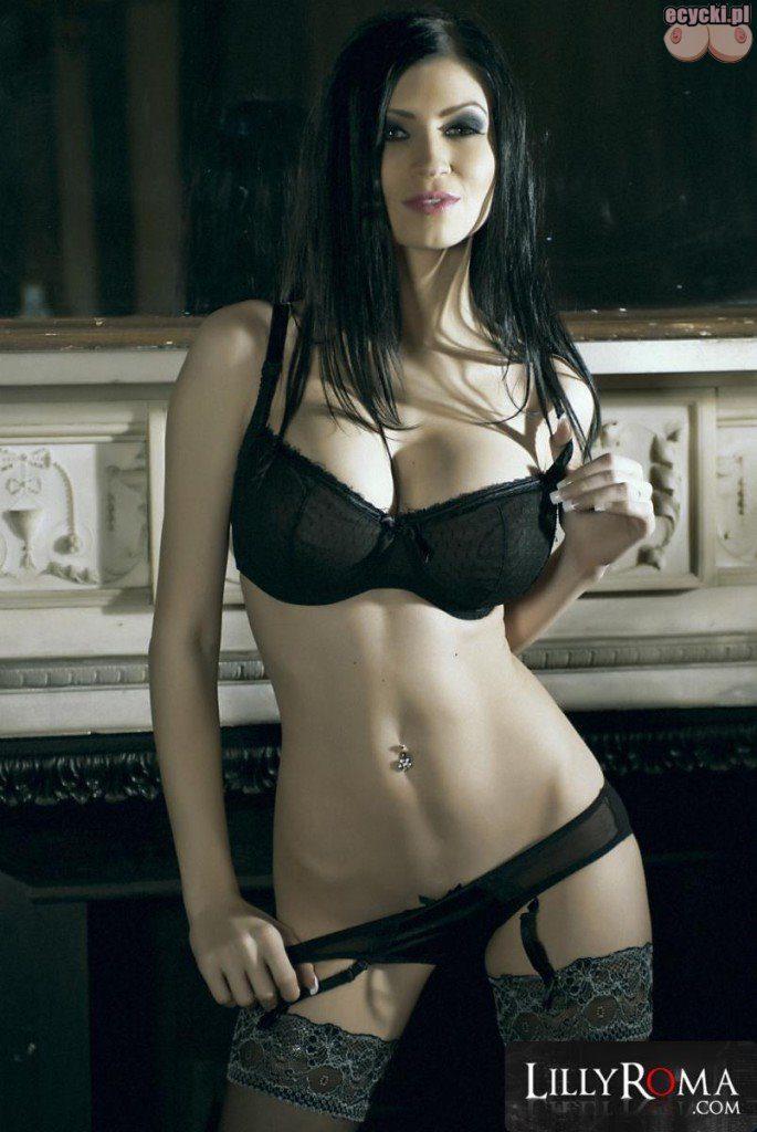 06. seksowna cycata brunetka laska w ponczochach duze piersi sexi stanik bielizna goraca laska cycki nago zgrabne nogi ponczochy big breast in sexy bra stocking lingerie 685x1024 - Lilly Roma - cycki tygodnia: