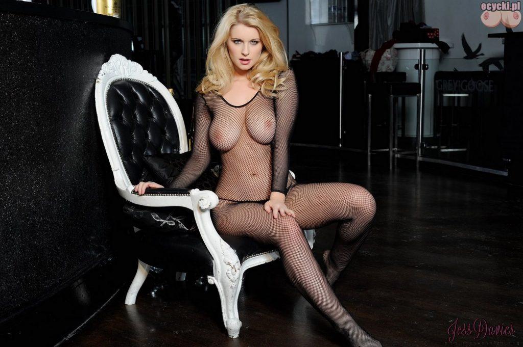 07. Jess Davies sexy bodystocking piekna mloda cycata laska dziewczyna dupa w erotycznym stroju duze cycki piersi erotyczna bielizna zdjecia hot young blondie girl big natural boobs tits 1024x681 - Jess Davies i jej duże naturalne cycki bodystocking: