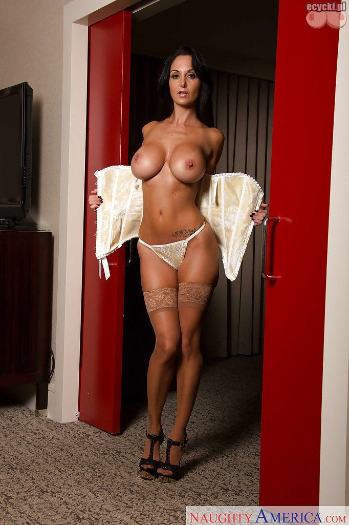 08. Ava Addams cycata mamuska sexy kobieta nago seksowna cycata brunetka duze cycki nagie w bieliznie hot busty sexy woman in lingerie stocking big tits nude boobs naked 682x1024 - Ava Addams cycki miesiąca - styczeń 2016:
