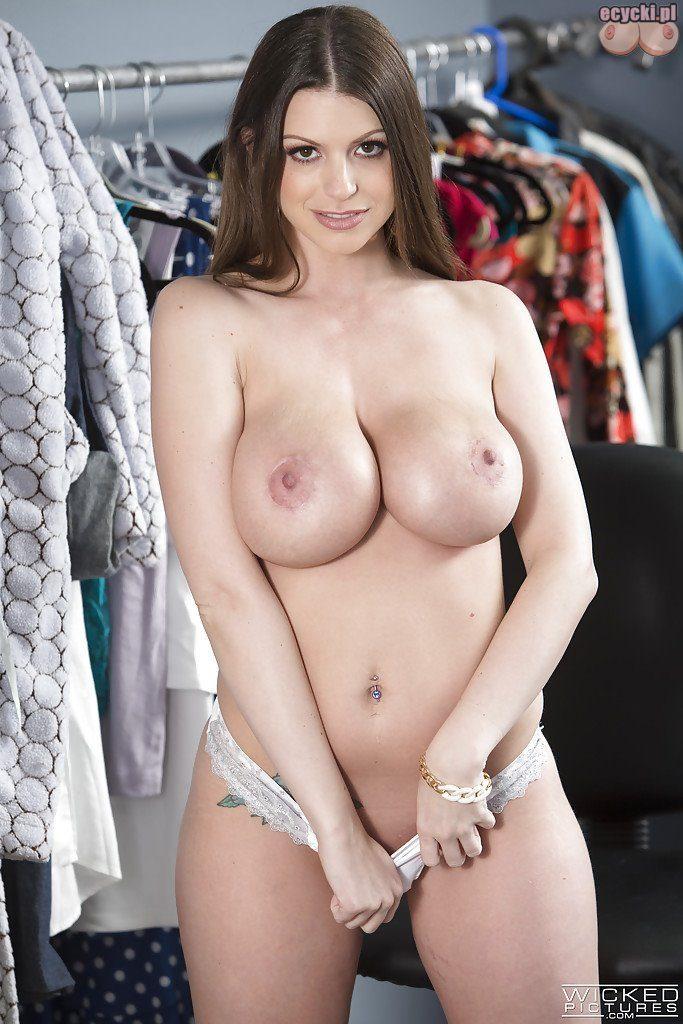 011. ladna cycata dziewczyna w przebieralni seksowna laska pokazuje piersi duze cycki w majtkach hot young girl show big tits boobs 683x1024 - Brooklyn Chase cycki najlepsze miesiąca - marzec 2016: