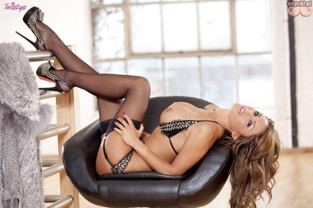 013. sexy fajna ladna laska goraca dziewczyna seksi bielizna ponczochy duze piersi biust przeswitujaca bielizna dlugie nogi 1024x683 - Gemma Massey gorąca brunetka i jej duże cycki w galerii: