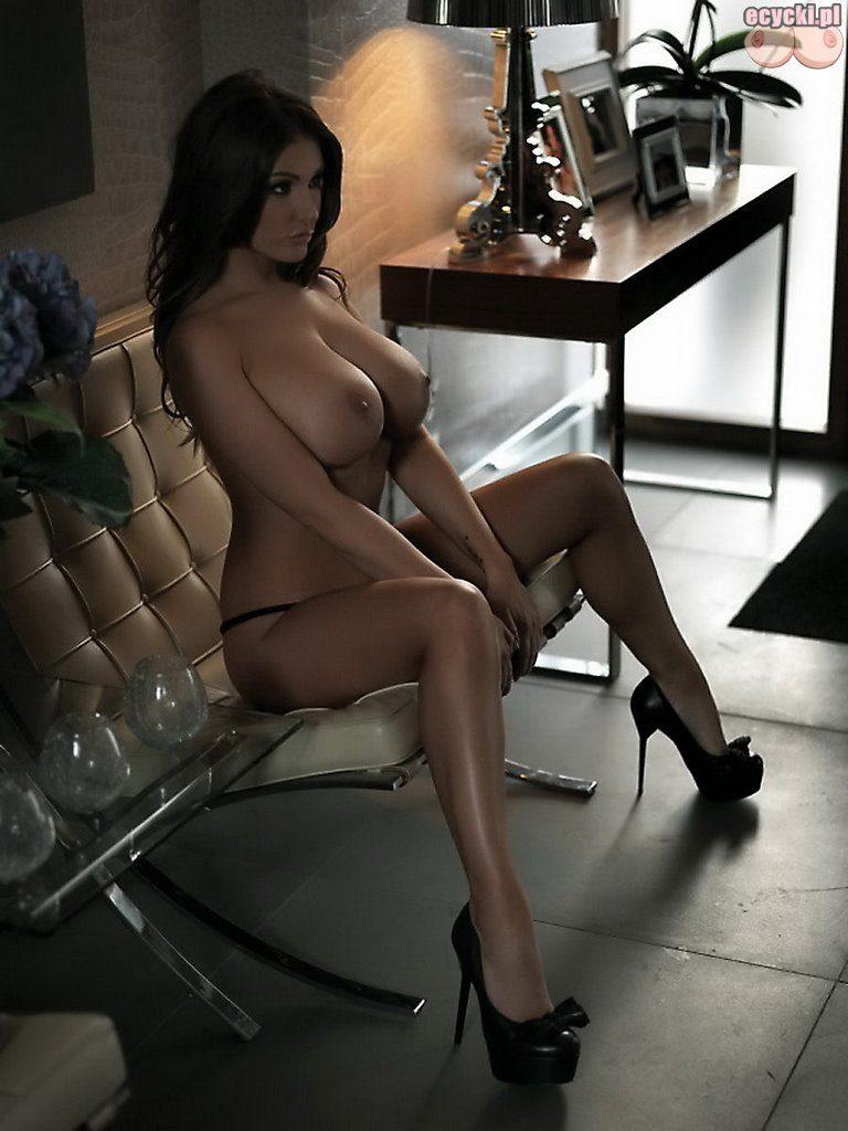 015. seksowna laska w samych majteczkach wielkie piersi wielkie cycki wielki biust zlugie zgrabne nogi fotki zdjecia 768x1024 - Lucy Pinder najlepsze cycki miesiąca: