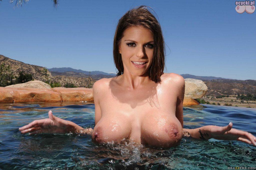 020. Brooklyn Chase ladna dziewczyna laska piersi duze cycki w wodzie na basenie w hot young girl big wet tits boobs wet at the pool 1024x680 - Brooklyn Chase cycki najlepsze miesiąca - marzec 2016: