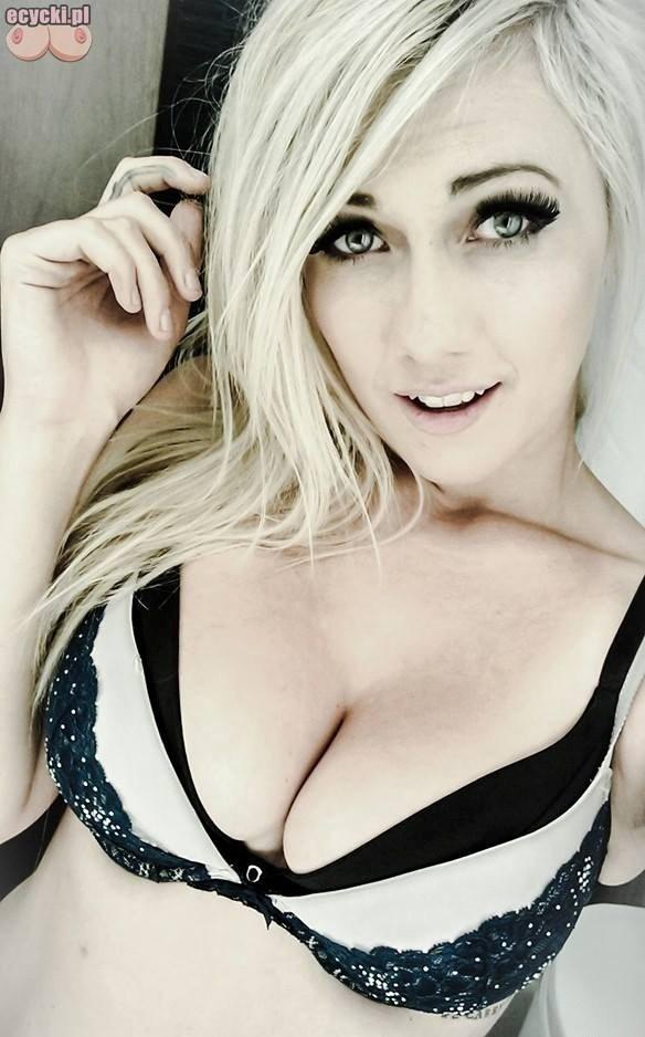 04. cycate laski na sefie mlode dziewczyny z duzymi piersiami biustami duze piersi biusty cycki zdjecia przed lustrem fajna blondynka - Cycate laski na selfie i ich duże cycki: