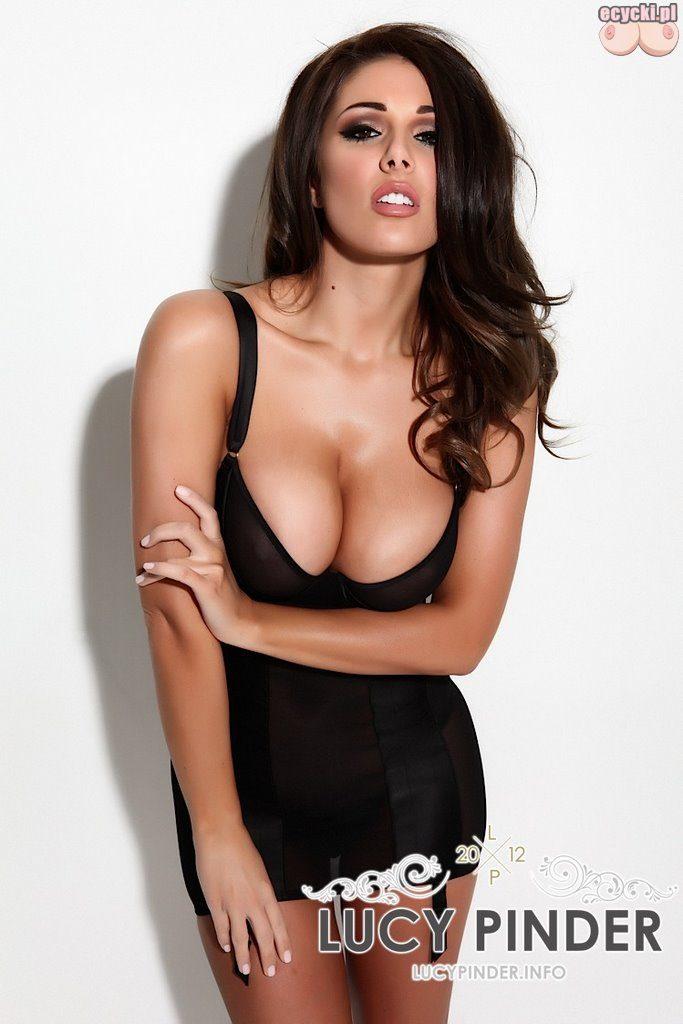 04. goraca cycata laska duze naturalne piersi biust dekolt seksowna dziewczyna hot busty woman big natural breast 683x1024 - Lucy Pinder piękna laska i jej duże naturalne cycki w galerii: