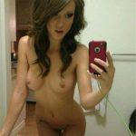 04. nagie dziewczyny biusty piersi laski na selfie mloda ladna fajna dziewczyna pokazuje nagie cialo przed lustrem gola laska nago sweet teen girl nude selfie naked 150x150 - Cycki za kierownicą - wielki cyc za kółkiem: