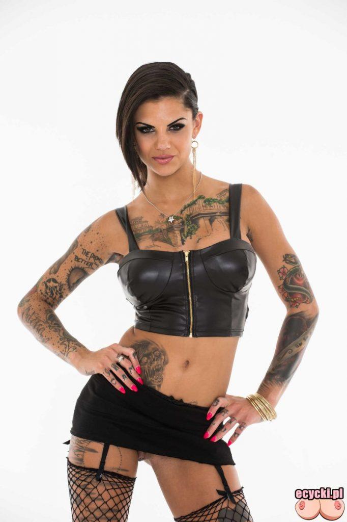 1. Bonnie Rotten wydziarana laska tatuaze kobiece dziary dziewczyna z tatuazami sexy laska skora mini ponczochy sexy tattoo girl 682x1024 - Bonnie Rotten wydziarana laska nago w sexy galerii: