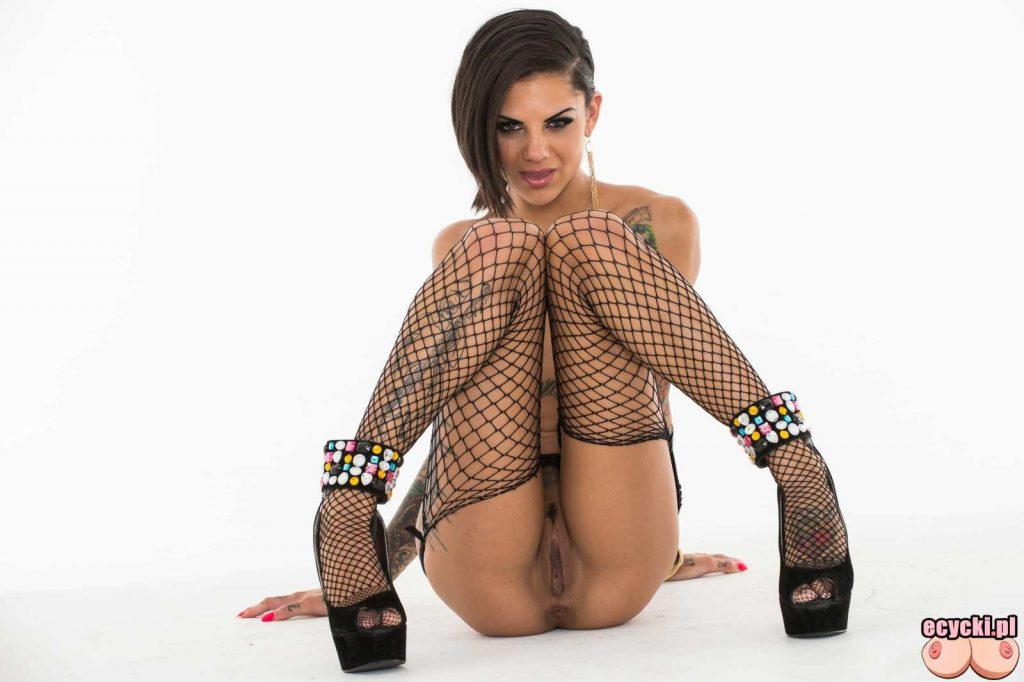 20. Bonnie Rotten gwiazda porno nago wydziarana dupa dziary laska z tatuazami duze nagie cycki ponczochy sexy tattoo girl big boobs tits nude hot ass 1024x682 - Bonnie Rotten wydziarana laska nago w sexy galerii: