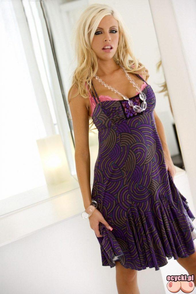 01. mloda laseczka laska blondynka zdjecia 683x1024 - Britney Amber sexy blondi rozbiera się przed lustrem galeria: