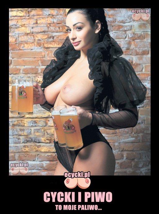 016. cycki i piwo to moje paliwo demoty memy cycata laska niesie piwo dziewczyna z piwami z piwem wielkie cycki idealna kelnerka big beer boobs beer tits - Cycki i piwo - wielkie cycki i dużo piwa demoty:
