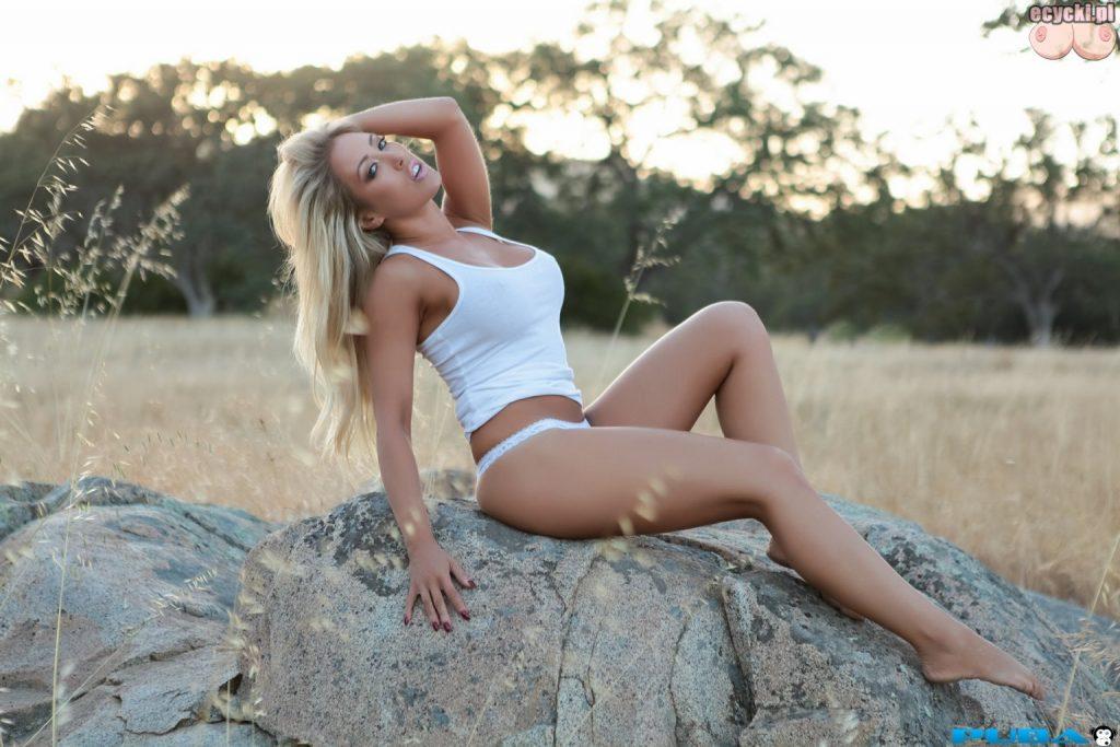 06. Capri Cavanni piekna dziewczyna na lonie natury cycata laska zdjecia w plenerze super dziewczyny tapeta tapety hot girl 1024x683 - Capri Cavanni - najlepsze cycki miesiąca: