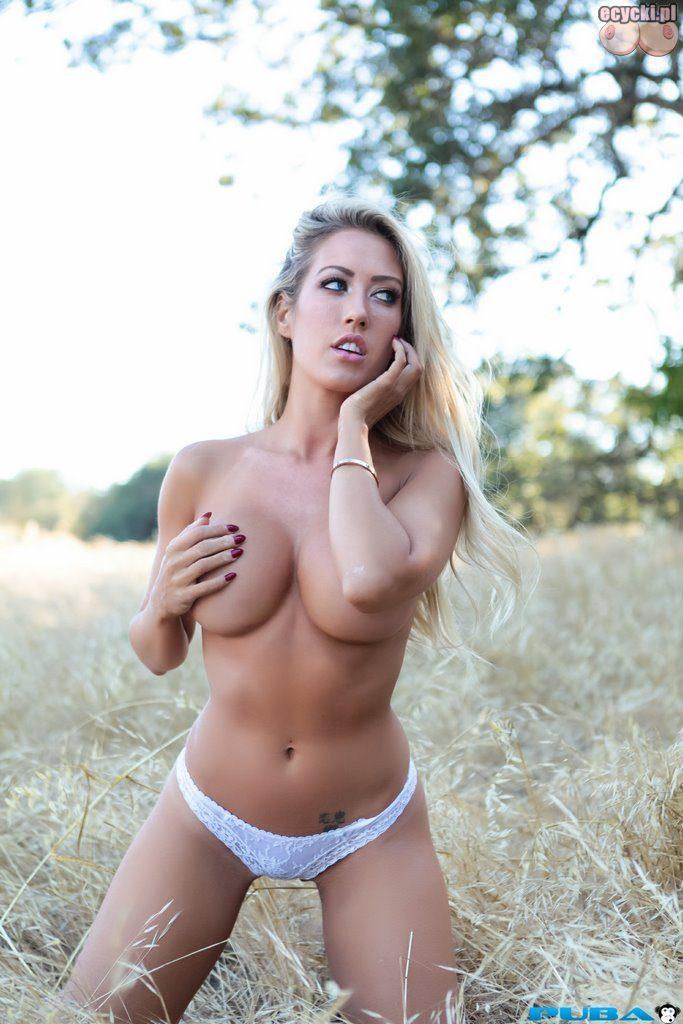 10. Capri Cavanni piekna dziewczyna w samych majtkach na lace w plenerze zdjecia plener na lonie natury laska ma tylko biale majteczki na sobie 683x1024 - Capri Cavanni piękna blondynka i duże cycki - naga sesja w plenerze: