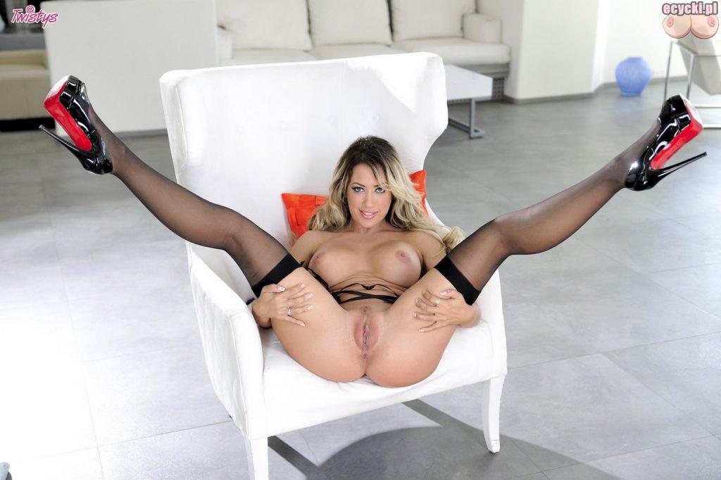 20. Capri Cavanni gwiazda porno nago sexy laska rozchyla nogi cipa bez majtek naga suka duze cycki porn star sexy nude pisc big boobs tits 1024x682 - Capri Cavanni napalona gwiazda porno i jej duże cycki w galerii: