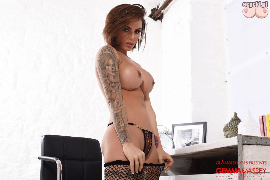 015. Gemma Massey bodystocking - bielizna erotyczna - sexy laska w stroju erotycznym dziewczyna dlugie nogi duze nagie piersi cycki nago gole cyce
