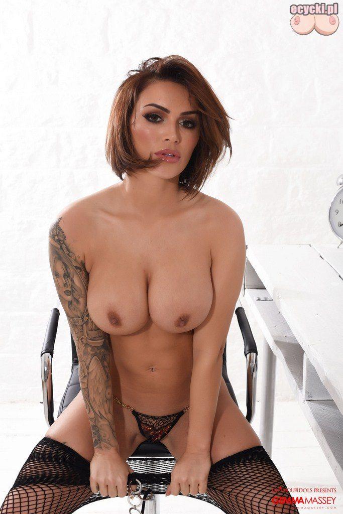 019. duze nagie cycki i bielizna erotyczna - sexy laska w stroju erotycznym dziewczyna dlugie nogi duze nagie piersi cycki nago gole cyce