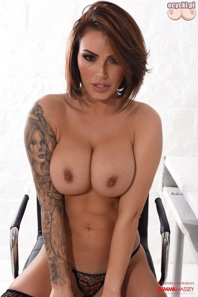 020. Gemma Massey bielizna erotyczna - sexy laska w stroju erotycznym dziewczyna duze nagie piersi cycki nago gole cyce pokaz cycki - ecycki