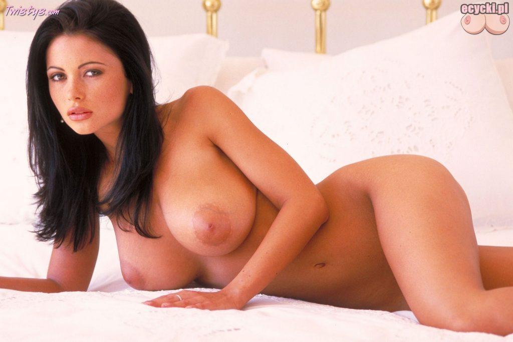 015. Veronica Zemanova nago w sypialni - piekna czeska modelka - sliczna cycata laska - super dupeczka na lozku - duze nagie cycki - nagie zdjecia
