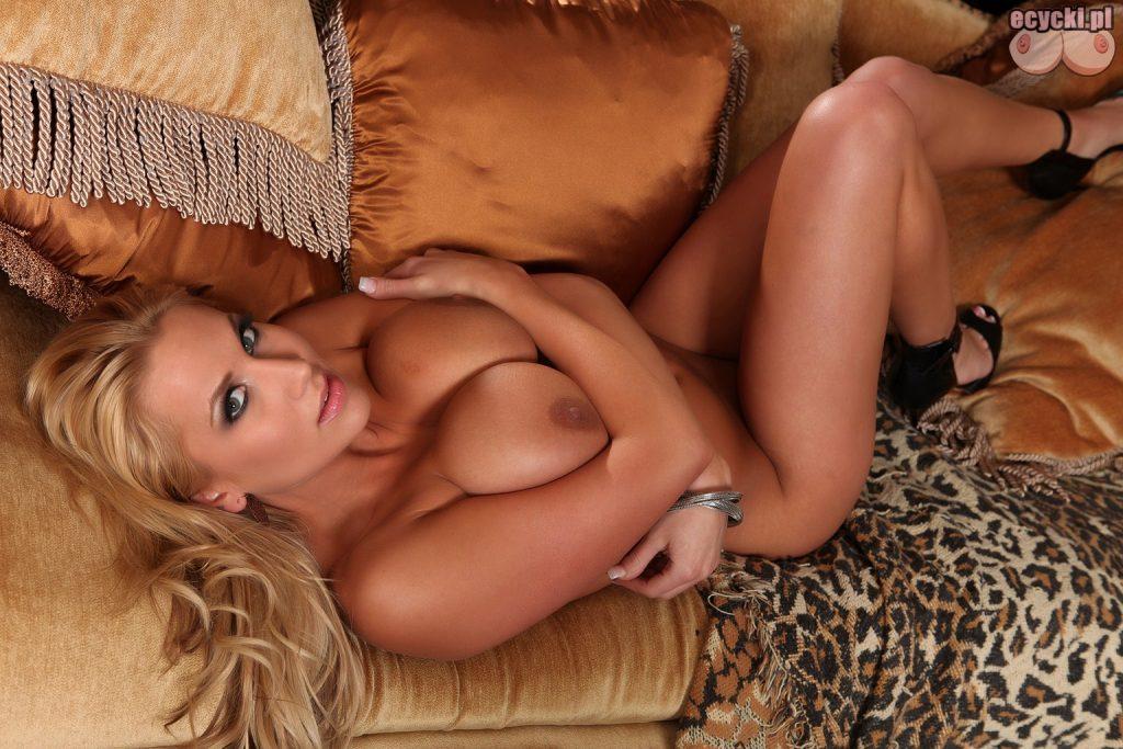 018. Alanah Rae nago - sexy gwiazda porno nagie zdjecia - fotki nago - naga laska na kanapie - tapeta - goracu niunia na lozku - duze cycki - ecycki