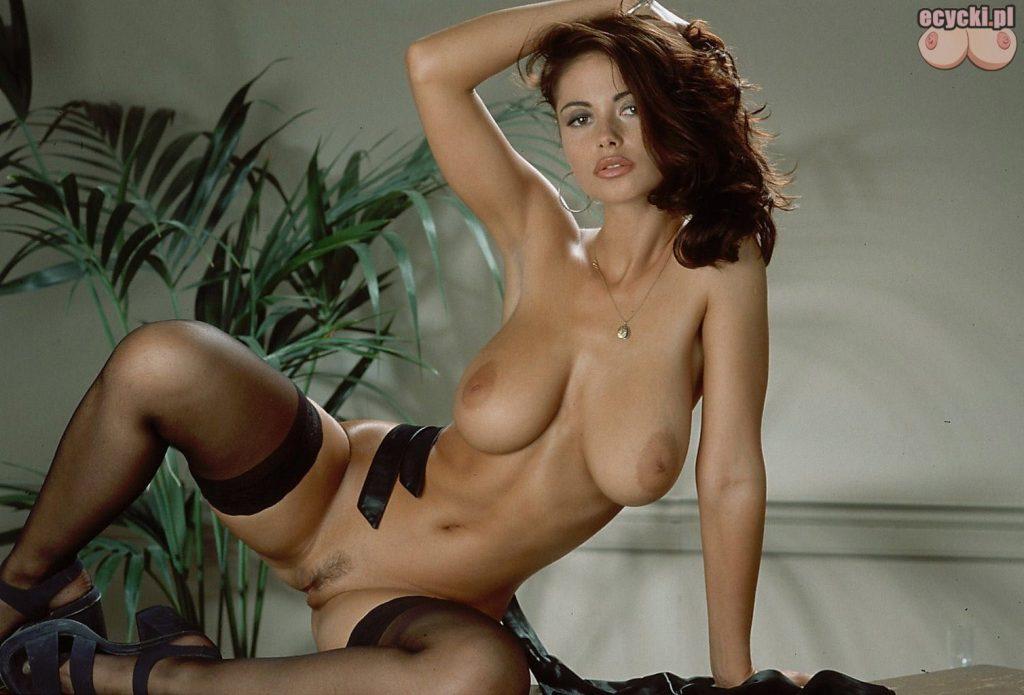 17. Veronica Zemanova nago - zdjecia erotyczne - piekna kobieta zgrabna laska w samych ponczochach - duze cycki - ecycki