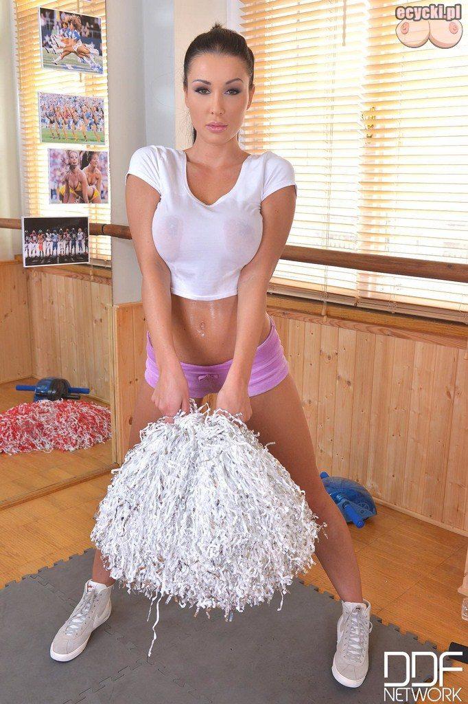 3. cheerleaderka - sexy cheerleaderka - piekna czirliderka kibicuje - piekne dziewczyny kibicuja - piekne kobiety dla kibicow