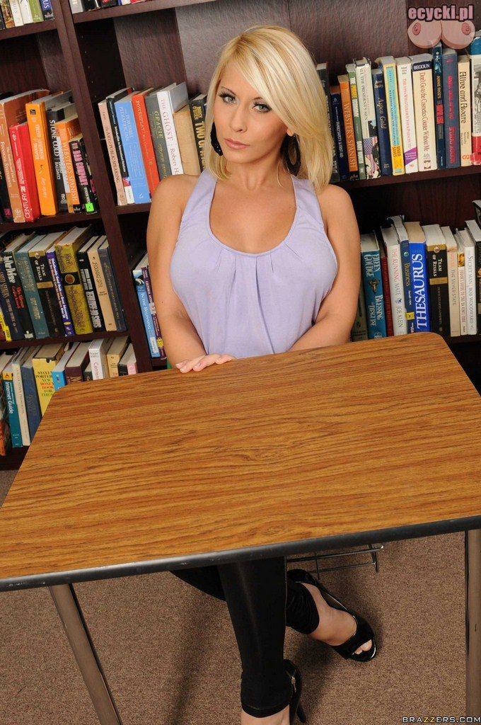 1. cycata dziewczyna w szkole - uczennica duze piers iduzy biust na lekcji